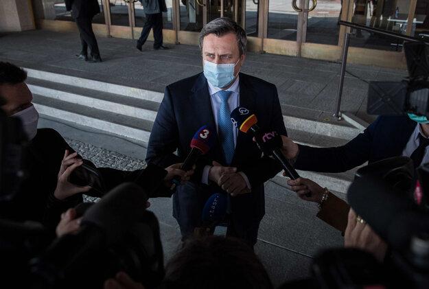 Dosluhujúci šéf parlamentu Andrej Danko (SNS) zaželal novému vedeniu, aby sa mu darilo pri práci.
