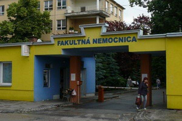 Fakultná nemocnica v Trnave spoplatnila parkovanie vo svojom areáli ešte pred štyrmi rokmi.