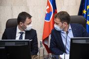 Zľava minister financií SR Eduard Heger a predseda vlády SR Igor Matovič.