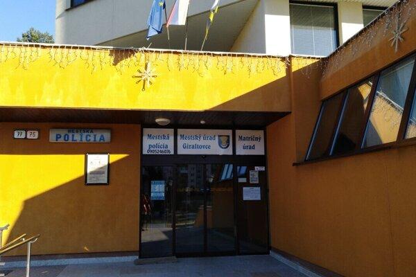 Mestský úrad v Giraltovciach je uzavretý, väčšina zamestnancov je v karanténe.