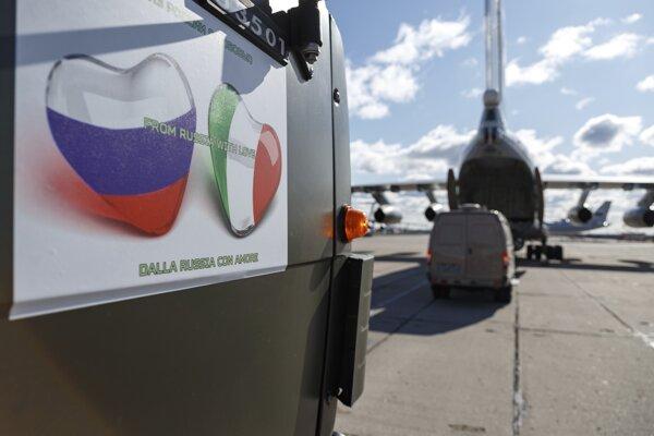 """""""Od Ruska s láskou."""" Väčšina huminatárnej pomoci z Moskvy je podľa talianskych vládnych predstaviteľov nepoužiteľná."""