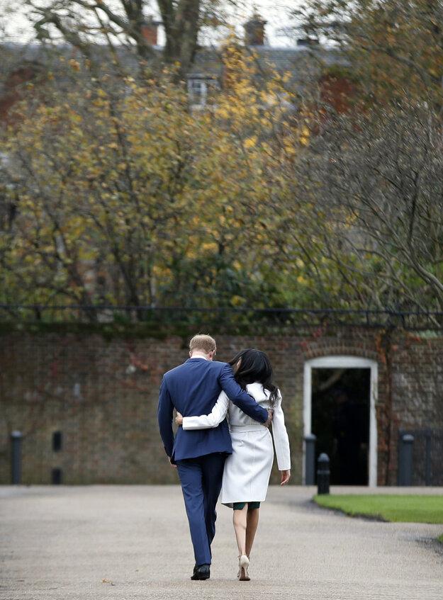 Na archívnej snímke britský princ Harry a Meghan v Londýne.