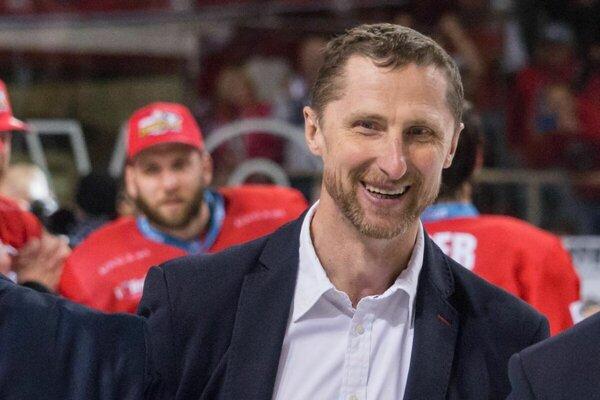 Šesť zo siedmich medailí HK Nitra sa viaže ku trénerovi Antonínovi Stavjaňovi.