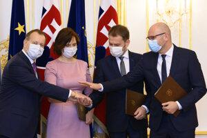 Lídri koalície  Richard Sulík (SaS), Igor Matovič (OĽaNO), Veronika Remišová (Za ľudí) a Boris Kollár (Sme rodina) po podpise koaličnej zmluvy 21. marca 2020 na Bratislavskom hrade.