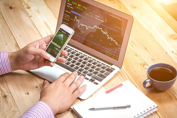 Možnosť pravidelne investovať do fondov cez mobilnú aplikáciu ponúkajú už viaceré banky.