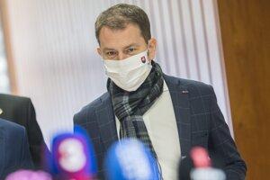Na snímke predseda vlády SR Igor Matovič (OĽaNO) prichádza na rokovanie 7. schôdze vlády v Bratislave vo štvrtok 2. apríla 2020.