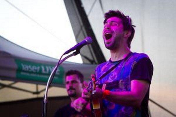 Lákadlom jarmoku má byť spevák Adam Ďurica.