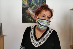 Sarostka Hrabušíc J. Skokanová, možnosť poskytovania stravy cez školské kuchyne vidí v tejto situácií problémovo.