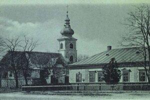 Kostol a fara v Haniske.