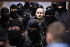 Miroslava Marčeka eskortujú na Špecializovaný trestný súd 13. januára 2020.