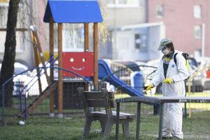 Dezinfekciu plánujú v meste opakovať.