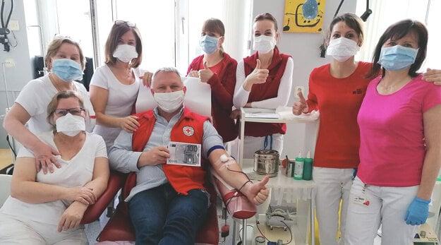 Levičan Peter Benček absolvoval 100. odber krvi v nitrianskej NTS.