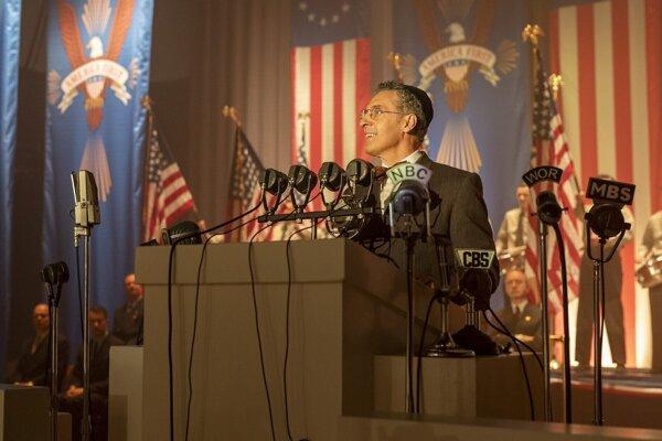 Snímka z filmovej série Spiknutie proti Amerike.