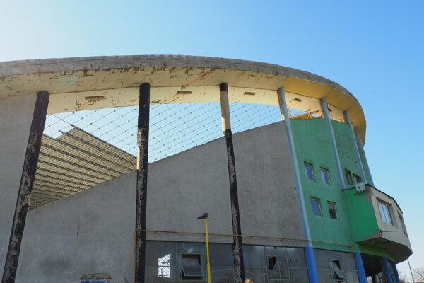 Zimný štadión v Prešove začínajú zakrývať.