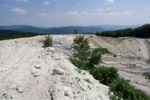 V Kremnických vrchoch sa bentonit ťaží už dnes. Rozširovanie lomov odporcovia ťažby nechcú.