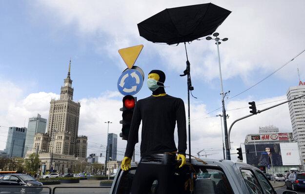 Vo Varšave ľudia protestovali proti sprísňovaniu potratov zo svojich áut.