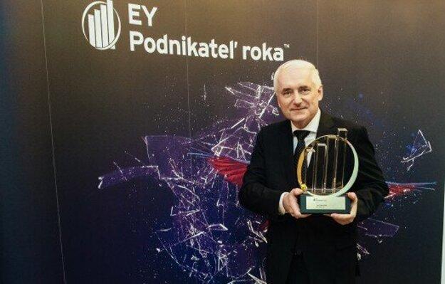 Juraj Habovštiak si prevzal cenu EY Podnikateľ roka.