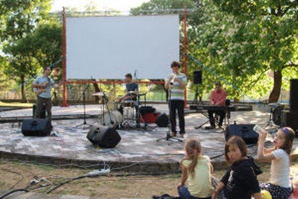 V Zechenterovej záhrade sa bude prednášať, hrať divadlo aj premietať film.