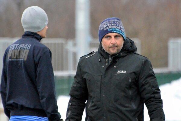 Tréner Jozef Šavol. Jeho tím nedostane šancu udržať si prvé miesto.