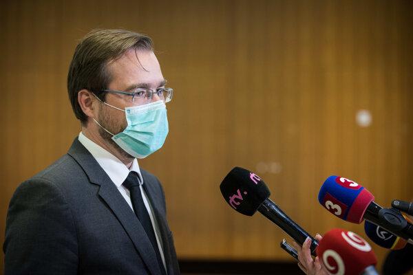 Minister zdravotníctva Marek Krajčí odpovedá na otázky.