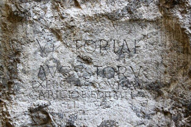 Známy nápis na Trenčianskej skale.