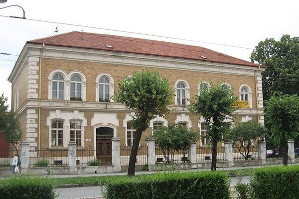 Verejná knižnica Jána Bocatia.