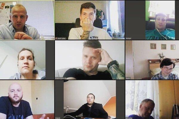 Vedenie Bystričian s poslancami absolvujú pracovné porady cez videohovor.