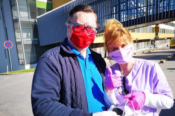 Jaroslav Dóczy a Mária Dumančičová, vrchná sestra Chirurgickej kliniky Fakultnej nemocnice v Nitre.