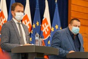 Predseda vlády SR Igor Matovič a hlavný hygienik SR Ján Mikas.