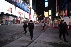Times Square v New Yorku je už niekoľko týždňov takmer prázdne.