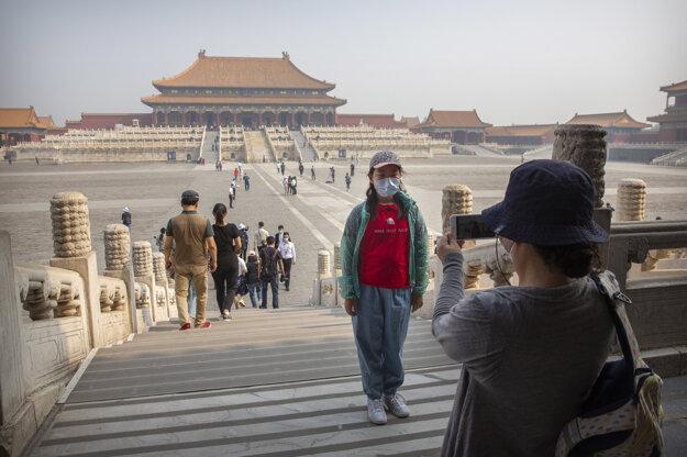 Čína opäť otvorila brány Zakázaného mesta. Pre pandémiu ochorenia Covid-19 bolo uzatvorené viac ako tri mesiace.