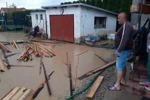 Po lokálnej povodni na Jasenovskej ulici v Humennom.
