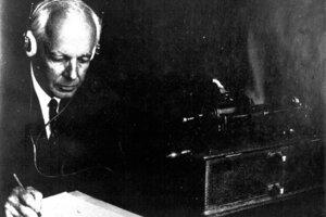 Bartók pri záznamoch ľudovej hudby.