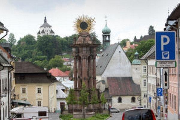 Štiavnica aj Kremnica si vybrali spoplatnenie parkovania v historických centrách.