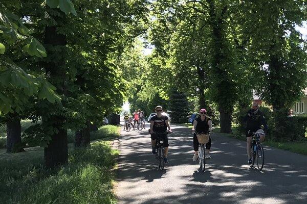Stará cesta, ktorú dnes využívajú cyklisti patrí spoločnosti Agroma.