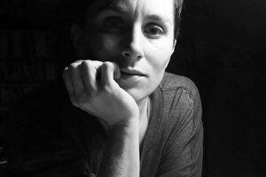 Magdaléna Jančurová je rodáčkou z Poľska. Dnes žije a tvorí v Slovenskej Ľupči.