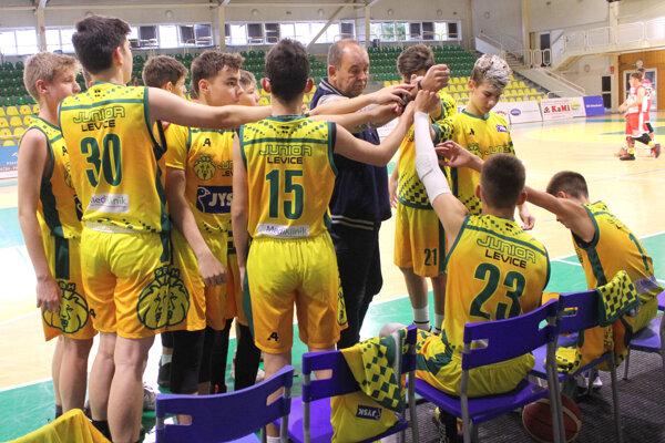 Starší žiaci ŠBK Junior Levice pod vedením skúseného trénera Petra Kováčika