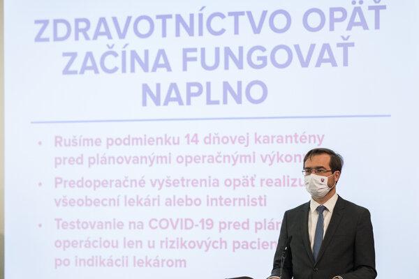 Minister Krajčí hovorí o uvoľňovaní koronaopatrení v zdravotníctve.