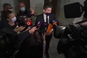 Na snímke primátor Malaciek Juraj Ř. po verejnom zasadnutí NS SR.