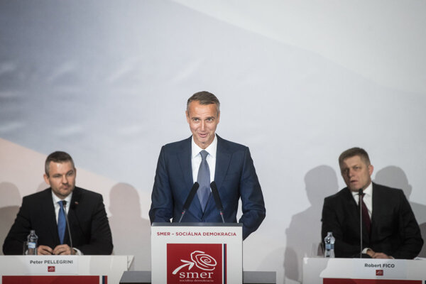 Peter Pellegrini, Richard Raši a Robert Fico na sneme strany Smer-SD v roku 2018.