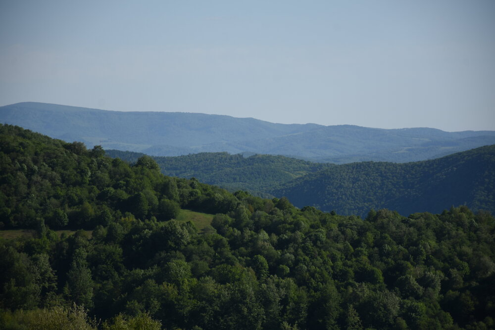 Okolie obce ponúka panoramatické výhľady do okolia.