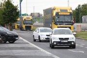 Doprava na diaľnici D1 začína hustnúť.