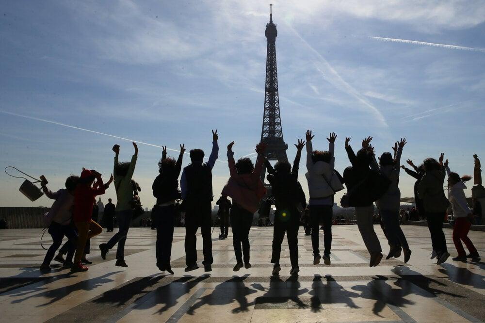 Aj francúzska metropola prichádza o značné sumy peňazí z turizmu.