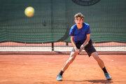 Peter Benjamin Privara je najlepším slovenským tenistom do 16 rokov a európskou jednotkou v tejto vekovej kategórii.