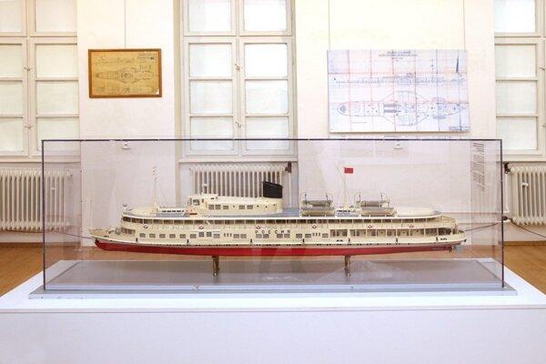 Výstavu o storočnici stavby lodí na Slovensku si záujemcovia môžu pozrieť v Slovenskom technickom múzeu.