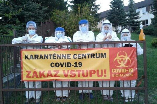 Dobrovoľníci v štátnom karanténnom zariadení.