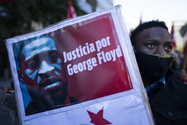 Po násilnej smrti Georga Floyda sa naprieč Spojenými štátmi rozhoreli násilné protesty.