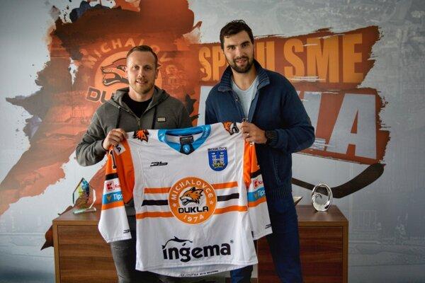 Prvé posily Dukly do novej sezóny, Marek Bartánus (vľavo) aVladimír Mihálik.
