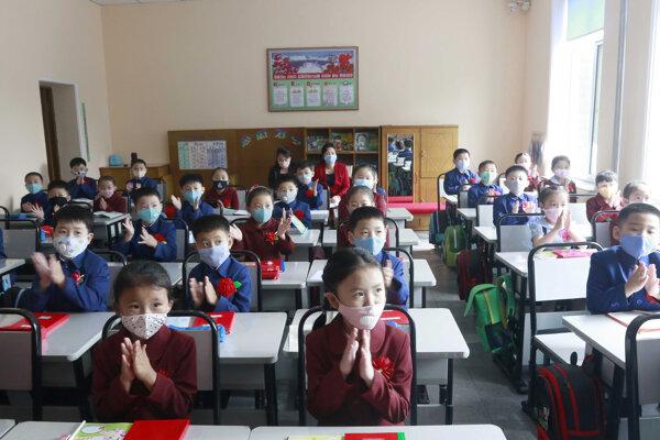 Žiaci sa vrátili do škôl.