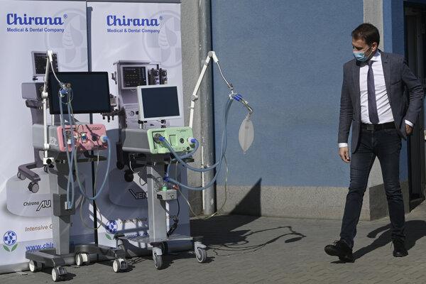 Predseda vlády Igor Matovič (OĽaNO) na návšteve spoločnosti CHirana Medical.